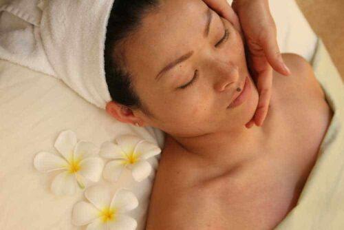 Honua-Custom-Facial-90min-Honua-Therapeutic-Massage